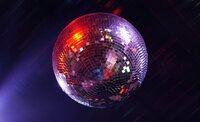 Funkelnd, sexy, glamourös: Die Disco-Bewegung wurde Mitte der 1970er Jahre zur alles bestimmenden kommerziellen Kraftin den weltweiten Hitparaden.