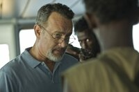 Captain Richard Phillips (Tom Hanks, l.)
