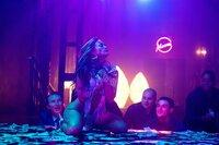 Die erfolgreiche Stripperin Ramona Vega (Jennifer Lopez) weiß genau, wie Männer ticken - und macht eine Menge Geld damit.