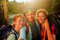 Hape Kerkeling (Devid Striesow), Stella (Martina Gedeck, rechts) und Lena (Karoline Schuch).
