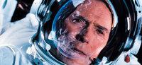 Der Konstrukteur Frank Corvin (Clint Eastwood) wittert seine letzte Chance, für Reparationsarbeiten mit seinem ehemaligen Team in den Weltraum zu fliegen, als ein russischer Satellit auf die Erde stürzen zu droht ...