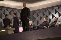 Plutarch Heavensbee (Philip Seymour Hoffman) mit den Spielemachern