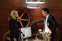 Das war's für Kate (Yvonne Strahovski, l.)! Steve Navarro (Benjamin Bratt, r.) zieht sie endgültig vom Fall Jack ab ...