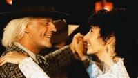 Doc Brown (Christopher Lloyd) hat sich in die Lehrerin Clara (Mary Steenburgen) verliebt und verspürt überhaupt kein Verlangen, in die Zukunft zurückzukehren.
