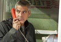 Nach einem Attentat auf sein Leben nimmt Jack (George Clooney) Kontakt zu seinem Auftraggeber auf.