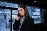 Jana (Paula Beer) ist beunruhigt, weil Adam verschwunden ist.