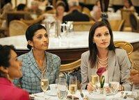 Familientreffen: Reshma Shetty als Divya Katdare, Jill Flint als Jill Casey (Copyright SRF/NBC Universal)