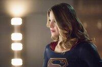 Supergirl (Melissa Benoist) und ihre Schwester realisieren plötzlich, dass sie den Cadmus-Komplott nur vernichten können, wenn sie die Regeln massiv brechen. Wird ihr Vorhaben gut gehen oder das DEO nur noch mehr in Gefahr bringen?