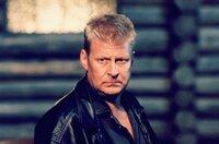 2. Auf der Jagd nach einer brutalen Bande von Wilderern gerät der Polizist Erik (Rolf Lassgard) in akute Lebensgefahr.
