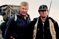 Noch ahnt der Polizist Erik (Rolf Lassgard, li.) nicht, dass sein Bruder Leif (Lennard Jähkel, re.) der Kopf der Wildererbande ist.