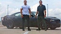 Dom Toretto (Vin Diesel, l.) und Brian O'Conner (Paul Walker) stellen sich gemeinsam dem Kampf gegen Gangsterboss Reyes und der Verfolgung durch das FBI.