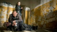Karl Hidde (Alexander Held) riskiert viel, als er sich um den gefesselten Sven Böhring (Wolf-Dietrich Sprenger) kümmert. Wird er sich gegen Martin Krenn (Markus Boysen) zur Wehr setzen können?