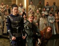 Als treue Krieger wollen Hogun (Tadanobu Asano, l.), Volstagg (Ray Stevenson, M.), Fandral (Josh Dallas, r.) und Sif ihren eigentlichen Gebietsherren suchen und dem Treiben in Asgard ein Ende bereiten, doch damit wiedersetzen sie sich dem neuen König Loki ...