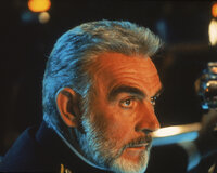Der sowjetische U-Boot-Kapitän Ramius (Sean Connery) gibt Befehl zum Kurswechsel - gen Westen ...
