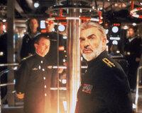 Ein sowjetischer U-Boot-Kapitän Ramius (Sean Connery, r.) geht auf Kurs Richtung Westen. Sein Ziel: die amerikanische Ostküste ...