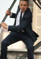 Johnny English (Rowan Atkinson) ist zurück in London. Offenbar soll der chinesische Premierminister einem Attentat zum Opfer fallen. Ausgerechnet English muss die Drahtzieher jagen und den Anschlag verhindern.