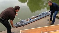 Handicraft crack Frank (l.) with his speedboat of the German Navy on a scale of 1:25, has a hull length of 2.40 meters.