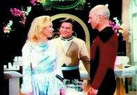 L-R: Jessica Bradley (Carolyn Allport) und Capt. Jean-Luc Picard (Patrick Stewart)