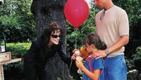 Die manisch sex- und liebeshungrige Lisa (Sonja Kirchberger) überracht Daniel (Johannes Brandrup) und seine Tochter Lotte (Eva Diele) im Park. Sie will nicht, dass Daniel seinen Beruf als Callboy aufgibt und droht ihm ...