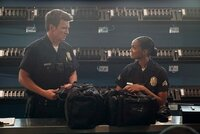 John Nolan (Nathan Fillion) lernt seine neue Ausbilderin Nyla Harper (Mekia Cox) kennen.
