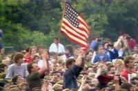 """Die Welthits der 80er nonstop. Von Bruce Springsteens Rockhymne """"Born In The U.S.A."""" bis zu Bonnie Tylers Powersong """"Holding Out For A Hero"""". Die Lieblingssongs der Antenne Brandenburg-Hörer in einer neuen Folge von """"Pop nonstop"""". - Foto: Bruce Springsteen in Ost-Berlin."""