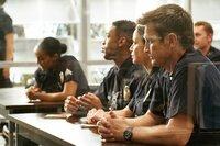 Jackson West (Titus Makin, l.), Lucy Chen (Melissa O'Neil, M.) und John Nolan (Nathan Fillion, r.) bekommen Anweisungen für die heutige Streife.