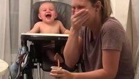 Das Füttern des Babys gelingt dieser Mutter aus Mississippi (USA) nicht. Ihr Kind muss so herzhaft lachen, dass an Essen nicht mehr zu denken ist.