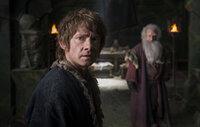 Der Zwerg Bilbo (Martin Freeman, l.) trifft nicht nur eine folgenschwere Entscheidung ...