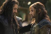 Als Thorin (Richard Armitage, l.) immer mehr von der Drachenkrankheit beeinflusst wird und von seiner Gier geleitet wird, bringt er nicht nur Kili (Aidan Turner, r.), sondern alle Zwerge in größte Gefahr ...