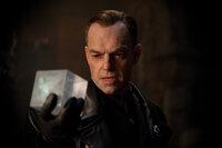 Auch der skrupellose Nazi Johann Schmidt (Hugo Weaving) .erhielt mal eine Dosis des Superserums. Doch da er ein rücksichtsloser Machtmensch ist, verwandelt er sich in ein Monstrum mit dem Drang zur Weltherrschaft ...