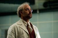 Dr. Abraham Erskine (Stanley Tucci) ist sowohl für Red Skulls wie auch Captain Americas Übermenschlichkeit verantwortlich ...