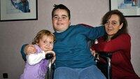 Roswitha (44) und ihre Kinder Marvin und Celine brauchen dringend Hilfe, um das Haus renovieren zu können