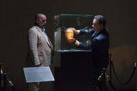 L-R: Ignazio Busoni (Gabor Urmai), Robert Langdon (Tom Hanks).