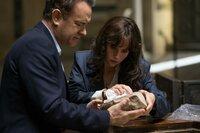 Robert Langdon (Tom Hanks), Dr. Sienna Brooks (Felicity Jones)