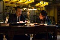Robert Langdon (Tom Hanks), Elizabeth Sinskey (Sidse Babett Knudsen).