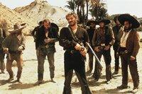 Banditenführer Indio (Gian Maria Volonte, mi.) ist für seine Schießfreudigkeit berüchtigt.