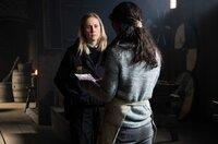 Die Ermittlerin Ida Sörensen (Marlene Morreis, li.) kommt durch eine Zeugin (Katinka Auberger, re.) einem tragischen Geheimnis auf die Spur.