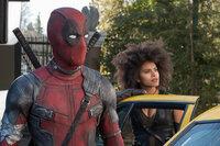 Deadpool (Ryan Reynolds, l.); Domino (Zazie Beetz, r.)