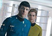 Als ein fürchterlicher Terroranschlag London erschüttert, werden Kirk (Chris Pine, r.) und Spock (Zachary Quinto, l.) auf eine lebensgefährliche Vergeltungsreise geschickt ...