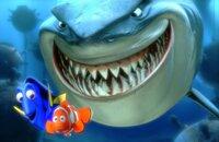 Der Hai Bruce (r.) hat es offensichtlich auf Dorie (l.) und Marlin (M.) abgesehen