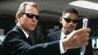 Agent K (Tommy Lee Jones, li.) und Agent J (Will Smith) sind die 'Men In Black'Agent K (Tommy Lee Jones, li.) und Agent J (Will Smith) sind die 'Men In Black'