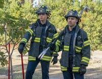 """Evan """"Buck"""" Buckley (Oliver Stark, l.); Eddie Diaz (Ryan Guzman, r.)"""