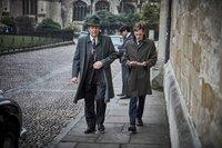 DCI Fred Thursday (Roger Allam, l.) macht DS Endeavour Morse (Shaun Evans, r.) klar, dass sie die aktuellen Ermittlungen einstellen müssen.
