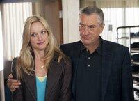 Eigentlich will Jack Byrnes (Robert De Niro, r.) nur das Beste für seine Tochter Pam Focker (Teri Polo, l.) und seine Enkelkinder, auch wenn der Schuss nach hinten losgeht ...