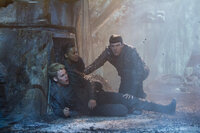 Im Visier des Bösen: (v.l.n.r.) Kirk (Chris Pine), Uhura (Zoe Saldana) und Spock (Zachary Quinto) ...
