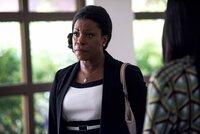 Donna Rosewood (Lorraine Toussaint) ahnt, dass ihre Schülerin ermordet wurde. Kann sie ihren Sohn dazu überreden, eine neue Autopsie durchzuführen?