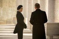 Lucia Sciarra (Monica Bellucci), James Bond (Daniel Craig)
