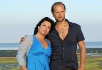 An der Seite des Naturburschen Jan (Jochen Horst) findet Anne (Christine Neubauer) die Romantik, die ihr fehlt.