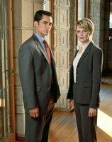 Det. Scott Valens (Danny Pino), Lilly Rush (Kathryn Morris)