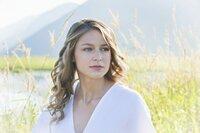 Immer wieder flüchtet Kara (Melissa Benoist) in Tagträume, doch dann zwingt eine neue Bedrohung sie dazu, sich voll und ganz auf ihre Rolle als Supergirl zu konzentrieren ...